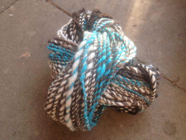 Art Yarn, handgesponnene Wolle, Garn, Merinowolle, Schafwolle, Naturwolle, Vintage, Boho, blau,weiss,braun