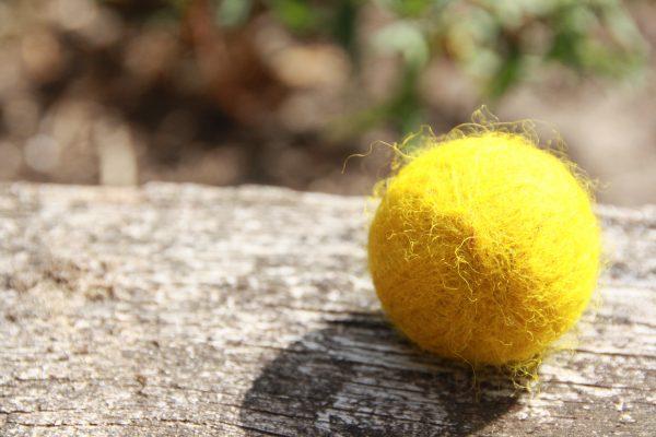 filzkugel-schafwolle-gelb