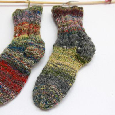 natürliche Socken aus handgesponnenen Merino und Schafwolle lassen deine Füsse atmen.
