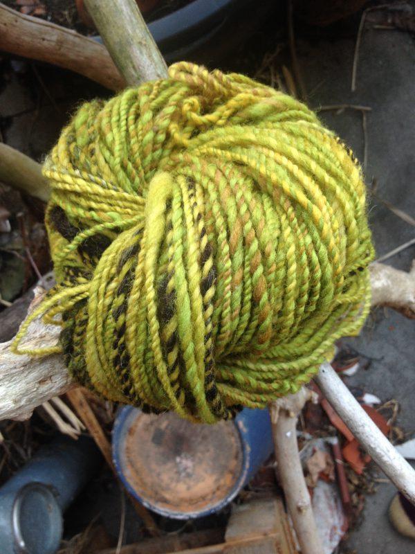 handgesponnenes garn, wolle, gelb,gruen,braun