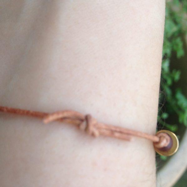 """Magnet Armband """"Sandelholz"""" mit natürlichenAromaölen: Bio Vetiver und Bergamotte."""
